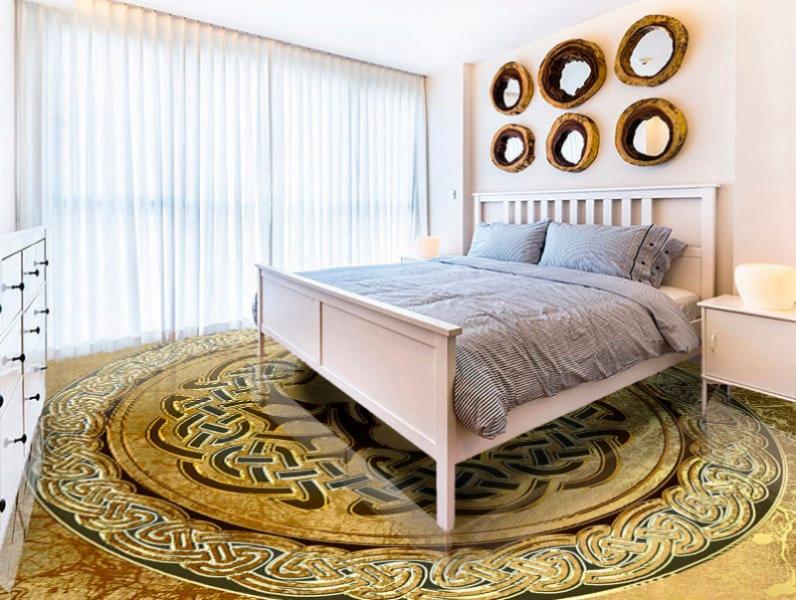 Напольное покрытие с рисунком оберега ДЕРЕВО ГРАНЖ ЗОЛОТО в интерьере спальни