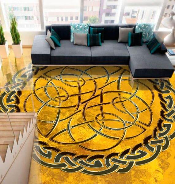 Напольное покрытие с орнаментом КЕЛЬТСКИЙ УЗЕЛ ЗАЩИТЫ на желтом в интерьере зала