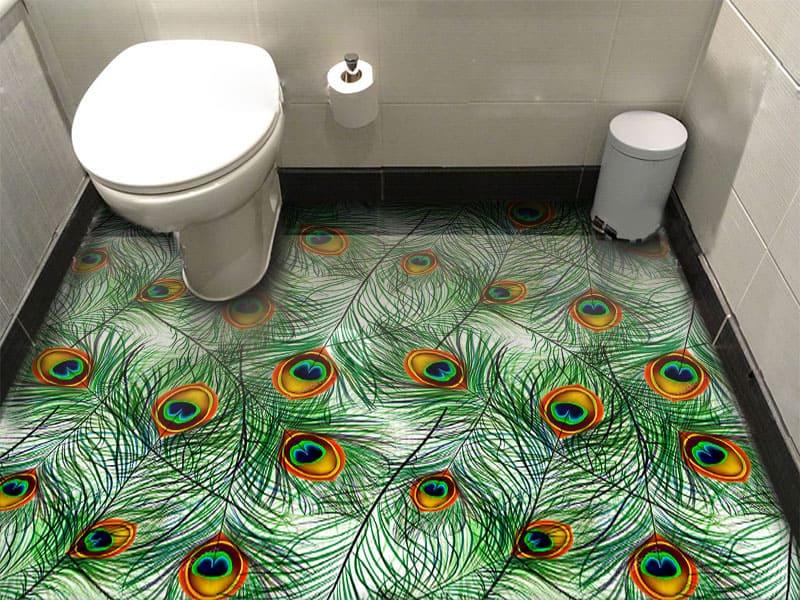 Напольное покрытие с рисунком Обои, Линолеум ПЕРЬЯ ПАВЛИНА в интерьере туалета