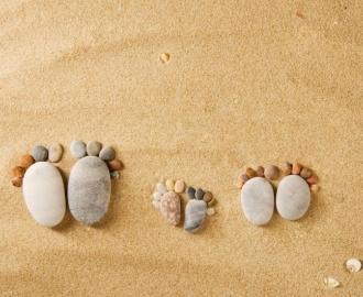 """Линолеум Фотообои для пола """"Песок, камушки, следы на песке"""" Напольное покрытие купить."""