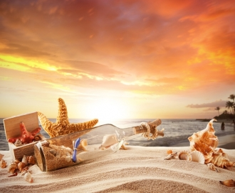 "Плитка с рисунком ""Песок, бутылка, морская звезда, ракушки"""