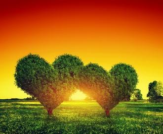 """Плитка  с рисунком """"Сердце, деревья, солнце, красное небо"""""""