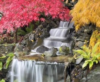 """Керамическая плитка с изображением """"Водопад, желтые и красные кусты"""""""