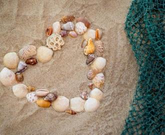 """Линолеум """"Песок, Сердце из ракушек, сеть"""". Напольное покрытие купить."""
