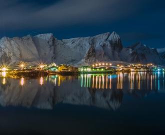 """Фотообои купить """"Ночной город, в горах"""""""