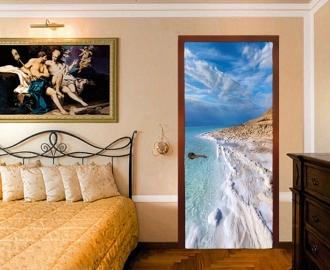 """Обои с рисунком на дверь """"Побережье, белый песок,вода"""". Дизайн двери, комнаты в интерьере"""