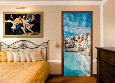 """Обои с рисунком на дверь """"Венеция, побережье"""". Дизайн двери комнаты в интерьере"""