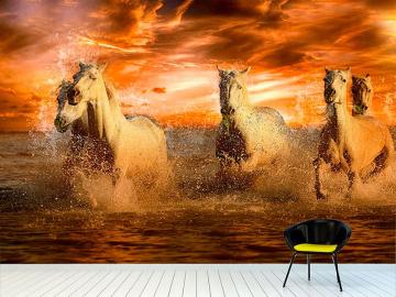 Фотообои на стену БЕЛЫЕ ЛОШАДИ КУПАЮТСЯ КРАСНЫЙ ЗАКАТ в интерьере №2
