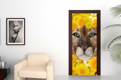 Обои с рисунком на дверь ЖЕЛТЫЕ ОДУВАНЧИКИ ЛЬВИЦА Дизайн двери комнаты в интерьере