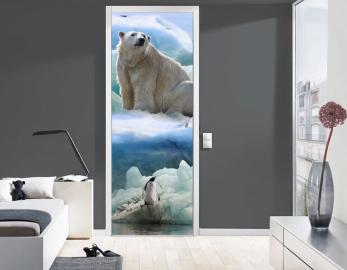 Обои с рисунком на дверь БЕЛЫЙ МЕДВЕДЬ ПИНГВИН. Дизайн двери комнаты в интерьере