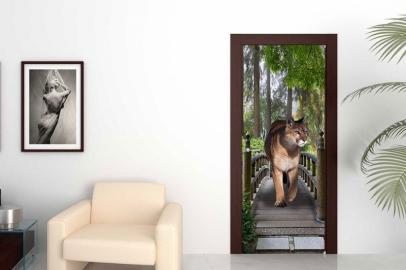 Обои с рисунком на дверь МОСТ ЛЬВИЦА Дизайн двери комнаты в интерьере