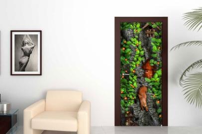 Обои с рисунком на дверь ДЕРЕВО БЕЛКА ДОМИКИ. Дизайн двери комнаты в интерьере