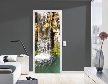 Обои с рисунком на дверь СКАЛЫ ВОДОПАД Дизайн двери комнаты в интерьере