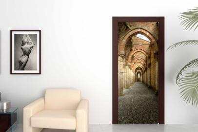 Обои с рисунком на дверь КОРИДОР В ЗАМКЕ Дизайн двери комнаты в интерьере